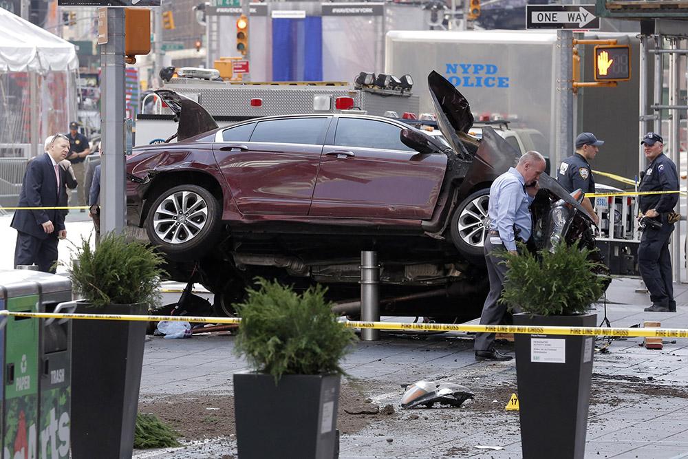 CalPipe Times Square Crash